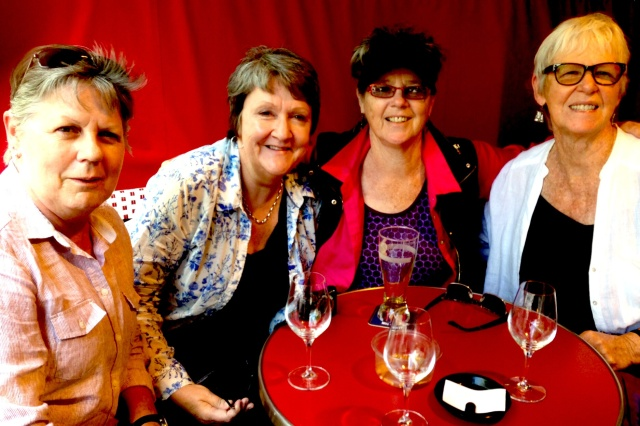 Meeting up with friends in Paris: tres jolie. Maryanne, Denise, Annie, Janet